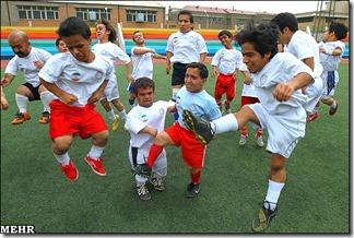 football-practice-Iranian-dwarfs1